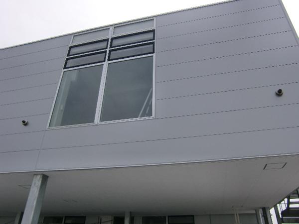 外壁材:金属パネル